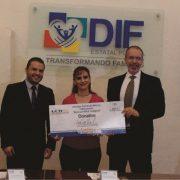 Dona GCM 250 mil pesos al DIF para niños indígenas